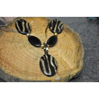 Wooden bead animal necklace