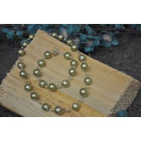 Green faux pearl necklace and bracelet set
